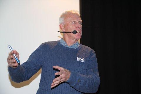 """MER ENN STAVBRUDD: Skilegenden Oddvar Brå besøkte Grue Folkebibliotek sammen med forfatter Thor Gotaas og holdt et foredrag om den nye boka """"Oddvar Brå - Et langrennsliv"""" tirsdag. Gjennom 50 år med toppidrett har Brå mye mer å fortelle om enn da staven brakk i 1982."""