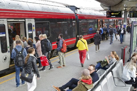 POPULÆRT: Timesavgangene til og fra Oslo-området har ført til kraftig vekst i persontrafikken på Kongsvingferbanen, men det pågående anleggsarbeidet som fører til stengt bane og buss-for-tog som erstatning gjør at noen velger andre transportalternativer.