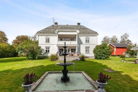 HERSKAPELIG:  Er du jaktinteressert og har 15,1 millioner til overs, er det mulig du kan få kjøpt denne gården ved Skotterud i Eidskog.