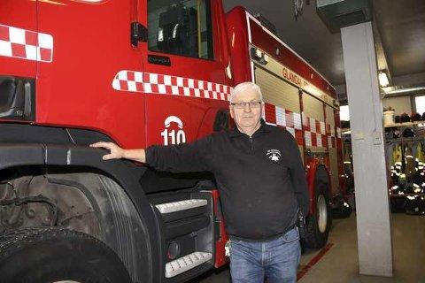 NY STASJON: I løpet av 2021 kan brannsjef Per Ivar Bekk og hans mannskap flytte inn i ny brannstasjon på Kirkenær. Nybygget er fortsatt med i budsjettet, og det er et krav fra Arbeidstilsynet at det blir bedre forhold for brannvesenet.