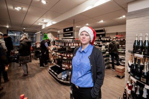 Hektisk: Butikksjef Kristine Jensen hos Vinmonopolet i Lillestrøm har kontroll på årets største handledag.