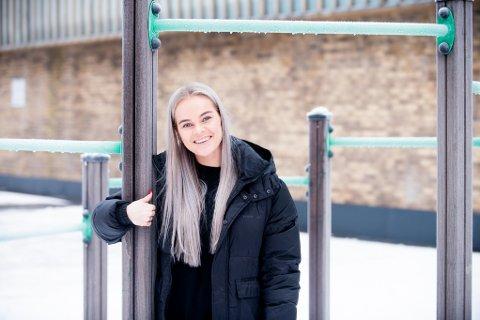 TV-FJES: Lørenskog-jenta Madeleine Hellerød (24) blir å se på skjermen mange fredager fremover. – JEg nølte ikke med å si ja, forteller hun.