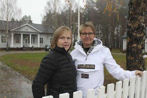 UNDERSKRIFTER: Bente Rudberg og Marit Dahl i Levande Finnskog Uten Vindkraft, har startet underskriftskampanje mot vindturbiner i Kjølberget på Våler Finnskog.