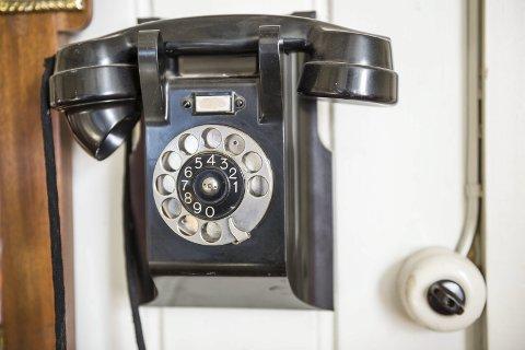 GAMMEL TEKNOLOGI: Telenor varsler om at de nå tar nok et steg på veien mot å legge ned det gamle kobbernettet for fasttelefoner. Denne vinteren har vært krevende når det kommer til mobilforbindelse, men selv med fasttelefon over mobilnettet mener Telenor at beredskapen kan bli styrket.FOTO: JENS HAUGEN (ARKIV)