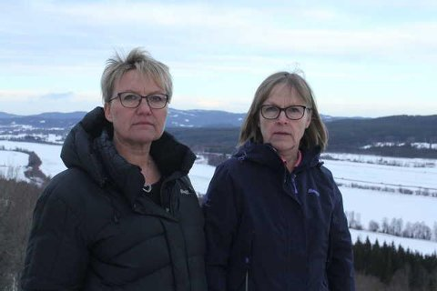 FORTSATT KAMP: Marit Dahl og Bente Rudberg fortsatt kampen mot vindturbiner i Kjølberget, og ber flere om å engasjere seg før det er for sent.