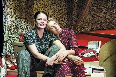 SUKSESS: Den Nasjonale Scene og Teater Innlandets oppsetning «Kim F – en kjærlighetshistorie» har truffet publikum. Snart kommer den hit.