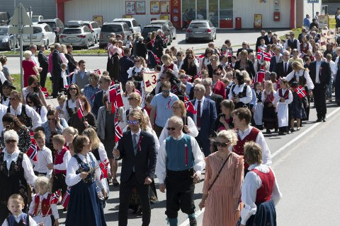 SKOLE: Vennersberg skole var godt representert i borgertoget. FOTO: PER HÅKON PETTERSEN