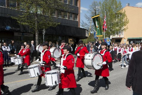 STASDAMER: Drum  Ladies er et viktig og elsket innslag i borgertoget i Kongsvinger. FOTO: PER HÅKON PETTERSEN