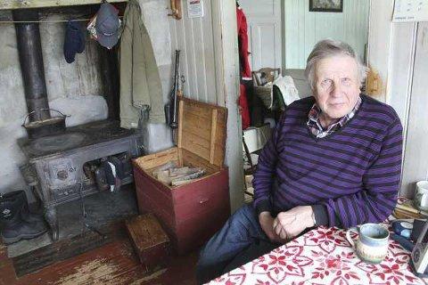 KULTURMINNE: Jan Storberget i Hytjanstorpet åpner dørene for turister. Nå søkes det om restaurering av pipe og ildsteder på den gamle finngården.