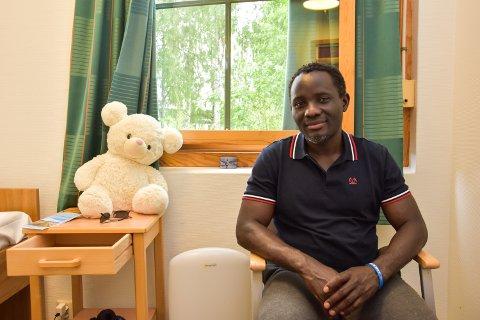 Renovat Nzeyimana (46) fra Elverum har fått god hjelp for sin pyskiske sjukdom på Sanderud. etter seks uker skrives han ut.