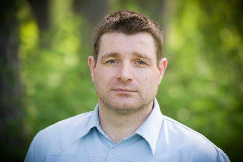 SIGNERT: Ole Frode Mikkelsgård signerte kontrakten med Grue tirsdag morgen, og er dermed Grues nye rådmann fra 12. august.