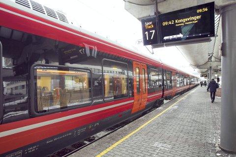 NYE P-PLASSER: Til høsten kommer det enda et togsett med Flirt til Kongsvingerbanen, og behovet for såkalte hensettingsplasser i Kongsvinger blir enda større. Nå varsler samferdselsministeren at inveseteringene utsettes fra 2022 til 2024