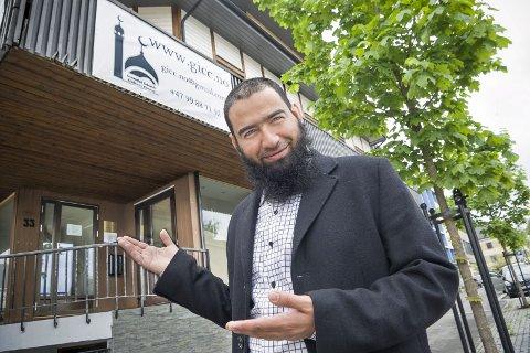 VELKOMMEN: Imam Wael Abdalrahim ønsker alle velkommen til å besøke moskeen i Glommengata, uansett om du er troende eller bare nysgjerrig.