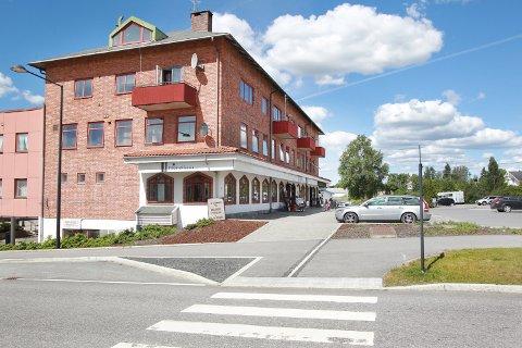 LØKENGÅRDEN: Tyver brøt seg inn i Magnor glassverks butikk i Løkengården natt til tirsdag.