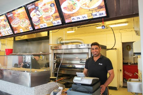 STENGT: Innehaver av Snackbar'n, Mahmoud Al Khafaji, har hatt dørene lukket siden august.
