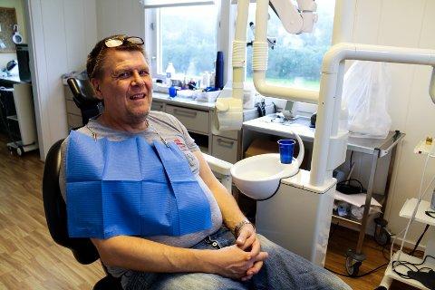 FÅR STØTTE: Kjell-Erik Myhre (48) søkte om støtte til tannbehandling for å kunne stå i kø for nyretransplantasjon. Som uføretrygdet ble han derfor overrasket over å ikke få søknaden godkjent. Nå har han fått vedtaket om full støtte fra NAV.