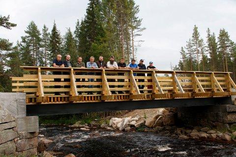 SOLID: Den nye brua over Veståa på Vestmarka i Åsnes er solid og et eksempel til etterfølgelse.