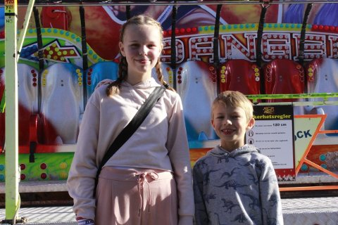 Michelle og Nichlas elsker karusellene og folkelivet.