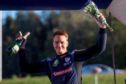 BEST I NORGE: I 2011 tok Ole Christian Veiby NM-gull i crosskart. Åtte år senere kan han putte NM-gull i rally også på CVen.