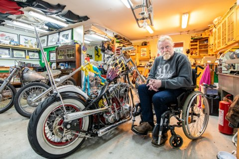 """Unik: Motorsykkelen som Gard Solberg kjørte da ulykken skjedde, har han lagd selv og er """"one of a kind"""". Om ikke en motpart melder seg, går kostnader på hans egen kasko."""