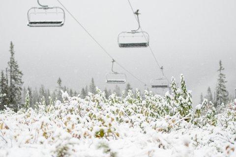 I Trysil har det vært vinterlig hele helga. Tirsdag er det meldt om stort snøfall.