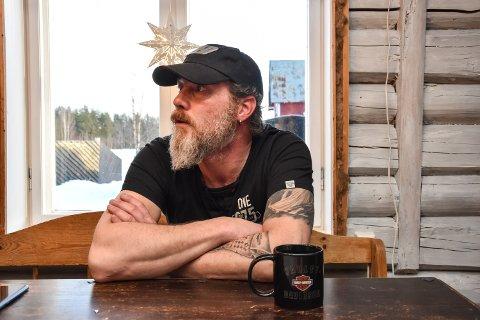 SJUKMELDT: Thomas Messel (48) er fortsatt sjukmeldt etter en motorsykkelulykke i sommer.