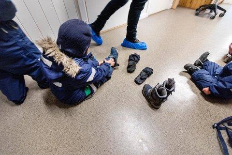 RUTINESVIKT: De ansatte i barnehagene skal følge bestemte tellerutiner for å sjekke at alle barna er med. Det ble ikke fulgt da en treåring ble stengt ute fra en barnehage i Tønsberg. (Illustrasjonsfoto: NTB)
