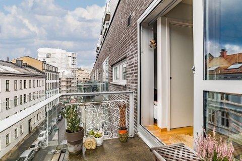 MÅ SLÅS SAMMEN? Den nye eieren av denne leiligheten risikerer i verste fall en sammenslåing med naboleiligheten. Foto: (Eie Eiendomsmegling)