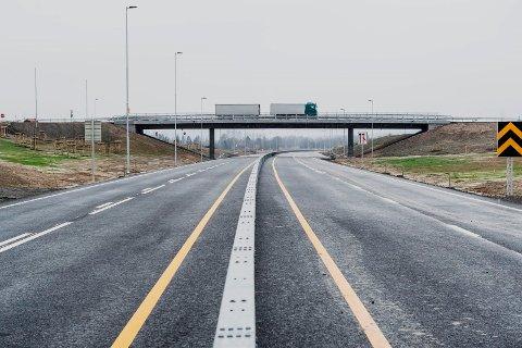UENIGE: I Nes vil Senterpartiet se på  motorveien langs dagens E16, mens partikollegene i Sør-Odal sier bestemt nei.