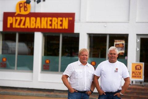 Daglig leder i Pizzabakeren, Jan Henrik Jelsa (t.v) og gründer William Gulliksen (t.h) er i ferd med å avslutte en svært lukrativ avtale for begge to.