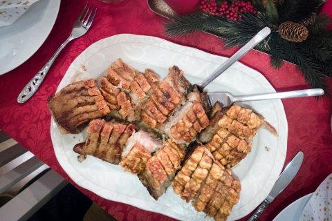 JULEMAT: Når julematen er fortært ligger fettet igjen i langpanna. Ikke tøm det i sluket eller i do oppfordrer GIVAS.