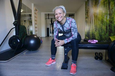 INNREDET GARASJEN. I dette rommet tar Sandra Gulliksen imot både grupper og enkeltpersoner som ønsker veiledning av en personlig trener.
