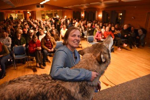 STINN BRAKKE: 250 personer hadde møtt fra for å høre om Regina Brajkovic' arbeid med å finne ut hvor norske ulver stammer fra.