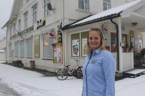 EGEN TIME: Susanne Larsen og resten av gjengen i Joker Grue Finnskog, setter av en time imellom 11 og 12 hver dag slik at kunder i risikogruppen kan handle.
