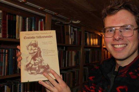 BOKHANDLERI: Andreas Søvik Helgeberg tjuvstarter åpningen av Bokhandleriet i Svullrya under årets Finnskogutstilling. 13. mars åpner han dørene.