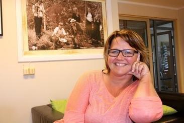 VALGET ER TATT: Anita Madshus viser til et vedtak i kommunestyret for ett år siden, der flertallet mente at Gressbanen var det beste alternativet for ny brannstasjon i Grue.