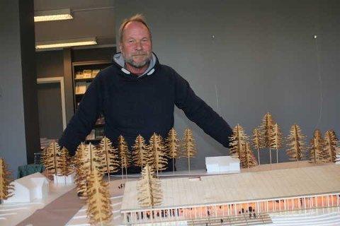 BRA BESØK: Dag Raaberg ved Norsk Skogfinsk Museum forteller at det var rekordbesøk på museet i fjor. Han håper på det samme i år, selv om gruppene nå uteblir og huset etter Åsta Holth holdes stengt.