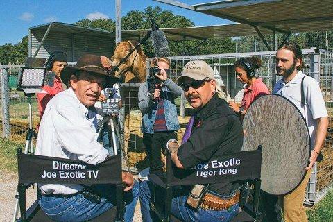 """Rick Kirkham sammen med Joe Exotic fra lykkeligere dager. Netflix-serien om den mildt sagt ustabile """"tigerkongen"""" går nå sin seiersgang over hele verden."""