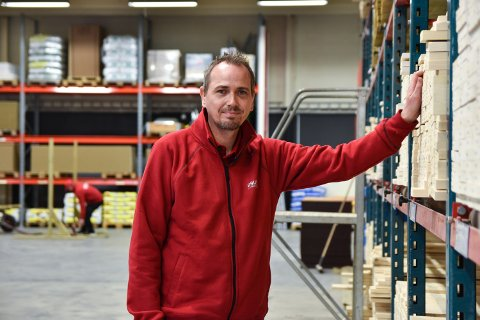 JOBB: Håvard Nordhagen Olsen var overrasket over å bli kalt inn til jobbintervju blant så mange søkere, men leste seg opp på bedriften og historien og imponerte såpass at han fikk jobben.