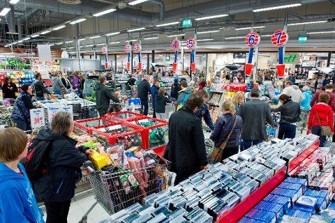 LEKKER: Handelen av norske varer lekker til Sverige igjen etter at grensen ble åpnet. ILLUSTRASJONSFOTO: JENS HAUGEN
