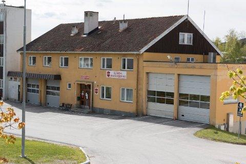 SKAL SELGES: Kommunestyret har vedtatt å selge Haakon VIIs gate 4 - der dagens brannstasjon ligger - når den nye brannstasjonen i krysset Øvre Langelandsvei/Vardåsveien står klar.