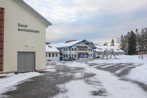 NEDLEGGELSESTRUET: Sand sentralskole kan bli nedlagt.