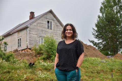 DRØM: Pernille Lier Bjørnstad og familien har oppfylt småbruksdrømmen, men noen år gjenstår før den har blitt helt sann.