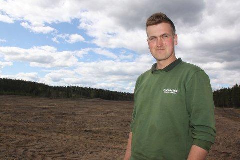 Lars Erik Gundersen ser store muligheter for utvikling som grønnsaksbonde, og har ambisiøse planer for nybrottslandet på Finnskogen. ble bonde allerede som 24-åring. Da var han glad for å slippe til.