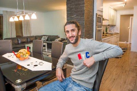 HUSEIER: – Jeg har kjøpt hus og har familie her. Jeg har slått meg litt til ro her og det blir ikke bare mitt eget valg, sier Adem Güven om framtida.