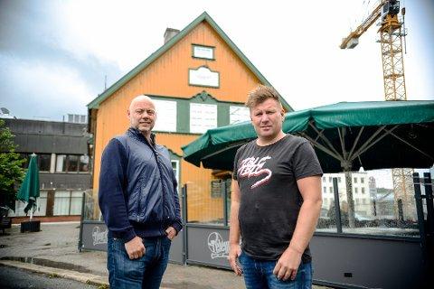 BEKYMRET: Magnus Hamre og Thomas Moen solgte tidligere i år Telegrafen. Nå er Moen redd for utestedets framtid.
