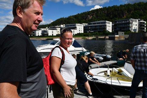 UNDER VANN: Atle Almankaas og Heidi Tjensvold kjøpte båten for en drøy måned siden. Torsdag var den full av vann.