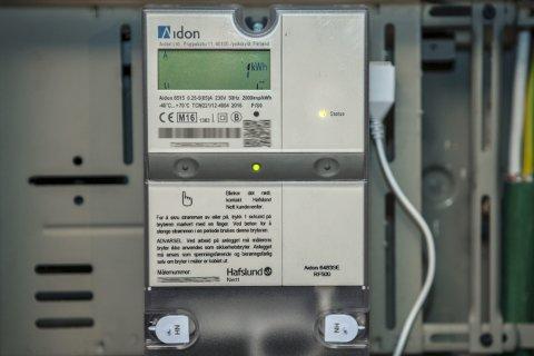 AUTOMATISK: En huseier takket nei til å få montert automatisk strømmåler. Han ville heller ikke ha noen utenfra til å lese av strømmåleren for å spare gebyr.