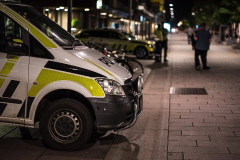 FIKK KONTROLL: Politiet fikk kontroll på en 14-åring som skal ha vært involvert i volden mot 16-åringen. Den fornærmede unggutten opplyser likevel at det skal ha vært en hel gjeng som gikk til angrep.
