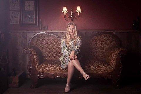 Catilin Palm (Kjersti Palm Reitan), er ute med sitt nye album etter et tøft halvår.
